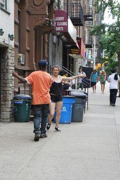 Dançando na rua  NYC.                                  By Consuelo Blog