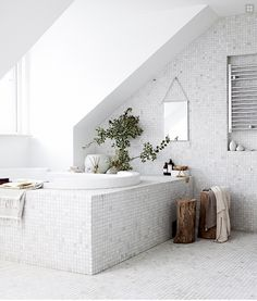 le-sojorner: Beautiful white mosaic bathroom.