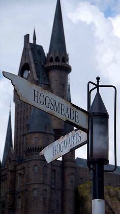 Hogsmeade or Hogwarts? - Hogsmeade or Hogwarts? Harry Potter Tumblr, Harry Potter World, Magia Harry Potter, Arte Do Harry Potter, Harry Potter Love, Harry Potter Universal, Harry Potter Fandom, Harry Potter Hogwarts, Hogwarts Alumni