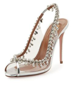 When a woman becomes engaged, one of the first and most exciting parts of preparing for the wedding is choosing her dress. The bridal shoes, on the other hand, tend to get overlooked. Don't forget about selecting your shoes – they should not be a last minute detail. From timeless classic white pu