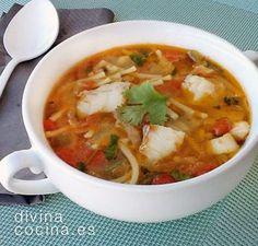 RECETA AL MINUTO de la abuela María Luisa. Para la sopa de pescado: 1 sofrito de cebolla, ajos, pimiento rojo o verde (o ambos) y tomate pelado. Para aligerar puedes usar un preparado para sofrito envasado – Caldo casero de pescado (250 ml por persona) - 100 gr de pescado blanco (puede ser congelado) por persona – Sal, pimienta, perejil y 1 hoja de laurel – Aceite de oliva virgen extra - 1 puñado de fideos gruesos por persona Seafood Recipes, Mexican Food Recipes, Soup Recipes, Diet Recipes, Cooking Recipes, Healthy Recipes, Ethnic Recipes, Easy Recipes, Cilantro Lime Quinoa