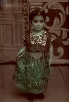 baby frida (Jose Antonio Bustamante - Mexico, 1940)