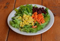 Live more healthy with the five #veggies on Roland's house salad. Enjoy our #homemade #dressings.