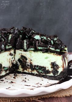 Mint Oreo Cheesecake - Oreo crust, chopped Oreos, chocolate sauce and thick and creamy mint cheesecake!