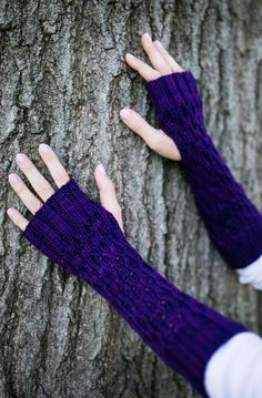 Honeycomb Gauntlet Fingerless Gloves in Ultraviolet