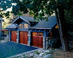 Craftsman Carriage House - a portfolio photo from the project galleries of Mackin Architects Garage Guest House, Carriage House Garage, Barn Garage, Garage Exterior, Craftsman Exterior, Craftsman Style Homes, Craftsman Houses, Garage Design, House Design