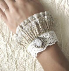 Victorian style wrist cuffs fashion-i-love So easy to make! - Victorian style wrist cuffs fashion-i-love So easy to make! Source by Ankara Nakliyat Lace Jewelry, Fabric Jewelry, Jewellery, Fabric Bracelets, Cuff Bracelets, Modelos Fashion, Mode Blog, Lace Cuffs, Gothic Fashion