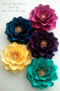 Handmade Paper Flowers Mix Colors Custom by morepaperthanshoes. More Wall Decor Flowers Paper Flowers Diy, Paper Roses, Handmade Flowers, Felt Flowers, Flower Crafts, Diy Paper, Fabric Flowers, Paper Art, Paper Crafts