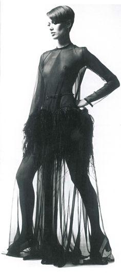 Danielle Luquet de Saint Germain dans la robe Yves Saint Laurent automne- hiver 1968-1969 n° de passage 74 © Fondation Pierre Bergé-Yves Sai...