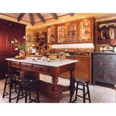 China Hutch as an effective pantry Using Unfitted Kitchen
