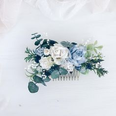 Beautiful hair comb made with blue, white peonies, roses, buds, eucalyptus and greenery. Length of floral part is 6/ 15cm; width 3/8 cm. Matching wrist corsage http://etsy.me/2FJiCSD View my shop ➳https://www.etsy.com/ru/shop/SERENlTY -------------IMPORTANT TO READ------------- Waiting
