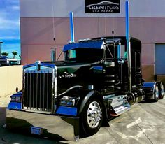The biggest trucks in the world. The body designs of these trucks are very cool and wow. Heavy Duty Trucks, Big Rig Trucks, Heavy Truck, Semi Trucks, Cool Trucks, Mack Trucks, Kenworth T800, Peterbilt Trucks, Mudding Trucks