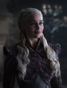 Game Of Thrones' Kit Harington and Emilia Clarke back in character Game Of Thrones Summary, Game Of Thrones Saison, Game Of Thrones Facts, Game Of Thrones Quotes, Game Of Thrones Funny, Game Of Thrones Characters, Game Of Thrones Screencaps, Game Thrones, Emilia Clarke Daenerys Targaryen
