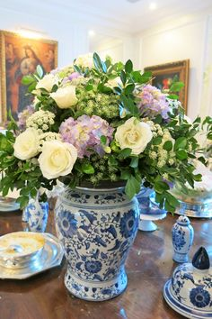 Blog da Andrea Rudge Blue And White China, Blue China, Blue Table Settings, Blue Pottery, White Rooms, White Decor, Delft, White Porcelain, Tablescapes