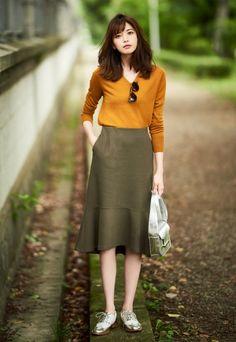 ideas for minimalist fashion casual hair Work Fashion, Modest Fashion, Skirt Fashion, Fashion Outfits, Womens Fashion, Japan Fashion Casual, Modest Outfits, Skirt Outfits, Casual Outfits