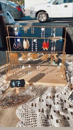 Vendor Displays, Craft Booth Displays, Vendor Booth, Market Displays, Display Ideas For Jewelry, Jewellery Display, Jewelry Booth, Craft Show Ideas, Booth Ideas