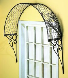 I wonder if this can be made with some brackets and chicken wire (ok I know thats ugly but if its covered with plants...) Anyone?