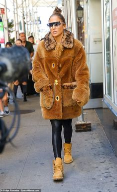 Tan Timberland Boots, Tan Timberlands, Jennifer Lopez, Fall Dresses, Black Leggings, Fur Coat, Nyc, Glamour, Singer