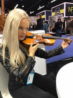 Mairead Nesbitt Celtic Women, Irish Singers, Women Of Rock, Celtic Music, Celtic Thunder, Irish Celtic, Jazz Music, Violin, Musicians