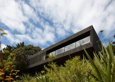 Lantern house Waiheke by Herbst Architects - All For Garden Architecture Awards, Architecture Design, Tropical Architecture, Concrete Houses, Tiny House Cabin, House On The Rock, Castle Rock, House And Home Magazine, Home Interior Design