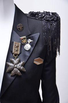 Balmain Tuxedo Style Millitary Jacket With Embellishment - Tuxedo - Ideas of Tuxedo - Military inspired fashion Fashion Details, Diy Fashion, Ideias Fashion, Vintage Fashion, Womens Fashion, Fashion Design, Fashion Trends, Fashion Tips, Military Inspired Fashion
