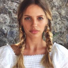 Plaited Braided hair Trend 2019 Easy Weekend Hair Styles Hairstyles Styling Hair Tips Quick And Easy Hair Dos Messy Hairstyles, Pretty Hairstyles, Hair Inspo, Hair Inspiration, Model Tips, Natural Hair Styles, Long Hair Styles, Hair Dos, Pretty Face