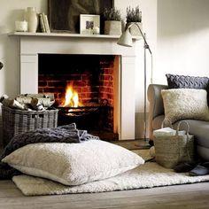 Un coin de cheminée cosy et chaleureux