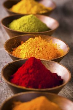 How Herbs and Spices Can Help You Stay Slim. My opinion? They make great-for-you foods taste great - so you eat more of those and less junk. Herbal Remedies, Natural Remedies, Nesquik, Spices And Herbs, Food Styling, Spice Things Up, Herbalism, Food Photography, Food Porn