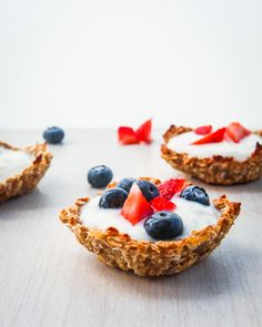 blueberry muesli breakfast cups his post is sponsored by our friends over at Nature Valley – who's Oats and Honey granola bars I've been eating since I was a kid! Muesli Cups, What's For Breakfast, Breakfast Recipes, Oats And Honey, Happy Foods, Healthy Treats, Healthy Food, Sweet Recipes, The Best