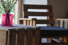 Such beautiful Pallet furniture for your coffee time :)