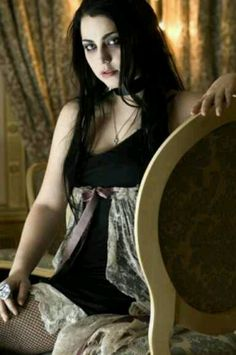Amy Lee- I miss the old Ev sound.