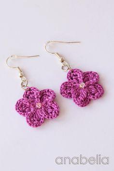 Crochet Flowers Ideas Crochet flower earrings by Anabelia Crochet Jewelry Patterns, Crochet Earrings Pattern, Crochet Flower Patterns, Crochet Bracelet, Crochet Accessories, Crochet Flowers, Crochet Bows, Thread Crochet, Love Crochet
