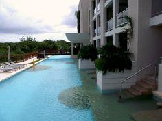 Royal Service Swim out suites