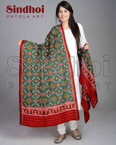 #fashion #patola #patanpatola #freshfashion #dupatta #traditional #real Www.sindhoipatola.in Original patan patola dupatts from sindhoi patola art For inquiry call our whatsapp us 09510111976