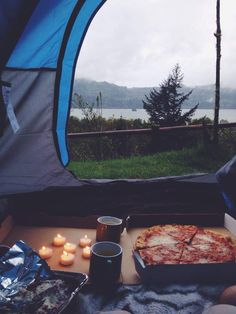 Would you like to go camping? If you would, you may be interested in turning your next camping adventure into a camping vacation. Camping vacations are fun Zelt Camping, Camping Diy, Backyard Camping, Camping Holiday, Camping Hacks, Camping Pizza, Camping Gear, Camping Kitchen, Camping Outdoors