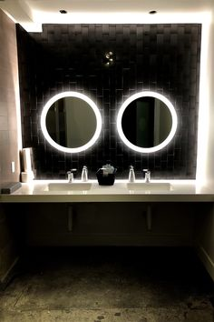 Welcome to the new world of vanity mirror lighting! Our commercial-grade, round, side-lighted LED mirrors are used in luxury hotels, spas and make-up studios - a great enhancement to any bathroom. This 44 inches wide x 44 inches tall LED mirror produces a perfect 6000 Kelvin color temperature to reflect your image in white light (natural daylight) conditions. Improve your ability to apply make-up, do hair style and color, and coordinate clothing and accessories. This mirror comes with a separate Bathroom Niche, Bathroom Vanity Lighting, Bathroom Colors, Washroom, Bathroom Vanities, Bathroom Designs, Bathroom Ideas, Mirrors And Marble, Small Mirrors