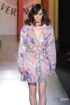 Atelier Versace - Couture - Fall-winter 2012-2013 - http://www.flip-zone.net/fashion/couture-1/fashion-houses/atelier-versace
