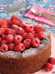 Carolines blog: creamy chocolate cake with raspberries