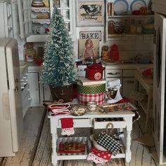 2017. Miniature dollhouse Christmas  ♡ ♡  By RibbonWoodCottage