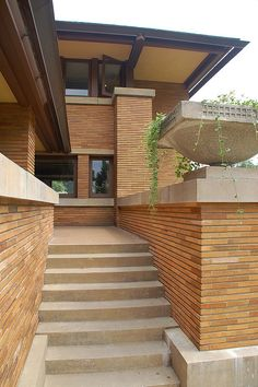 architectural style of homes architectural style history types of architectural style archite Frank Lloyd Wright Buildings, Frank Lloyd Wright Homes, Balcony Railing Design, Prairie House, Modern Architects, Art Deco Buildings, Brickwork, Architecture Design, House Design