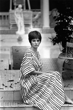 Fashion Theory: The Evolution of the Caftan - Jacqueline Bisset, 1968