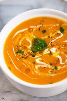 Creamy Butternut Squash Soup - Aberdeen's Kitchen - Çorba Tarifleri - Las recetas más prácticas y fáciles Squash Soup Recipe Easy, Creamy Butternut Squash Soup Recipe, Easy Soup Recipes, Fall Recipes, Cooking Recipes, Vegetarian Recipes, Roasted Squash Soup, Vegetarian Dish, Butter Ut Squash Soup