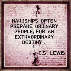 As dificuldades frequentemente preparam as pessoas normais para um destino extraordinário.