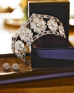 CROWN~Yanes diamond tiara, love the shapes of the flowers. Royal Crown Jewels, Royal Crowns, Royal Tiaras, Royal Jewelry, Tiaras And Crowns, Faberge Eier, Diamond Tiara, Fru Fru, Circlet