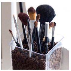 This clear acrylic brush holder is particularly chic. It's filled with coffee beans and this gives it a unique charm. The coffee beans will make the room smell beautiful and the brush holder is simple and stylish as well as very practical. Makeup Storage, Makeup Organization, Bathroom Organization, Bathroom Storage, Storage Organization, Washroom Vanity, Zen Bathroom, Bathroom Stuff, Design Bathroom