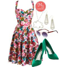 In this outfit: Garden Home Tour Dress in Pink, Impromptu and Posh Heel, Shield My Sunshine Sunglasses in Rose, Chicago-getter Earrings, Coveting Cumulus Necklace #floral #sweetheartneckline #pumps