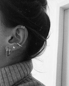 Diamond Bar Stud Earring in Solid Gold / Rose Gold Diamond Bar Stud Earrings / Dainty Minimal Diamond Earrings Features Pretty Ear Piercings, Ear Peircings, Types Of Ear Piercings, Tragus Piercings, Piercing Tattoo, Helix Ear Piercing, Tragus Piercing Jewelry, Bar Stud Earrings, Crystal Earrings