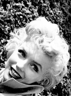 Marilyn Monroe photographed by Ted Baron at her home in Palm Springs, 1954 Hollywood Icons, Classic Hollywood, Divas, Marilyn Monroe Art, Fake Pictures, Norma Jeane, Bombshells, American Actress, My Idol