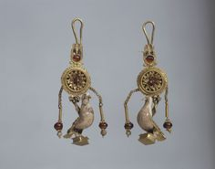 Earrings with pendants in the form of a dove, Greek, Alexandria (?). 2nd century BC, Gold, hessonite, glass, h 6.3/6.5 cm, © State Hermitage Museum, St Petersburg.