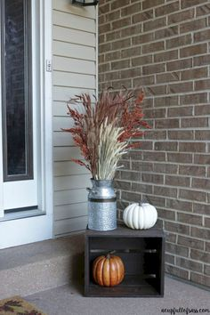 Astounding 45+ Most Awesome Fall Front Porch Decor Ideas For Your Home http://goodsgn.com/design-decorating/45-most-awesome-fall-front-porch-decor-ideas-for-your-home/